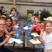 Pizza im neuen Schulhof!